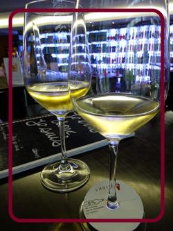 ワイン専門店LAVINIAのショップ上にあるワインバー
