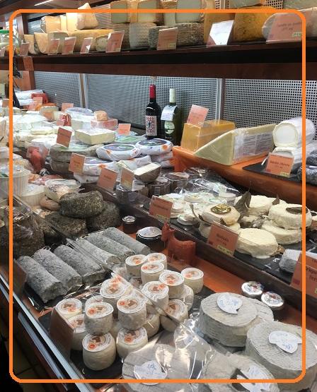 近所のフロマジェリー(チーズ専門店)
